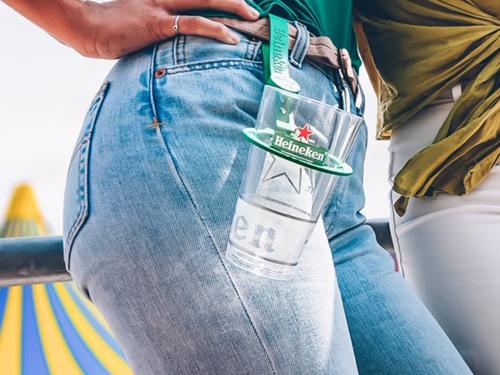 Heineken pakt plastic beker berg aan tijdens festivals