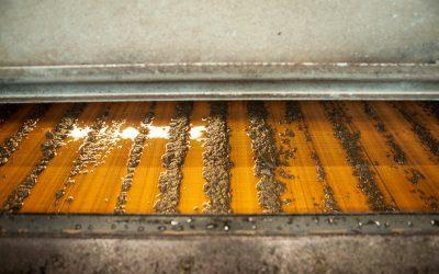 Waterbedrijf haalt kostbare fosfaat uit urine, zodat het weer als mest kan dienen